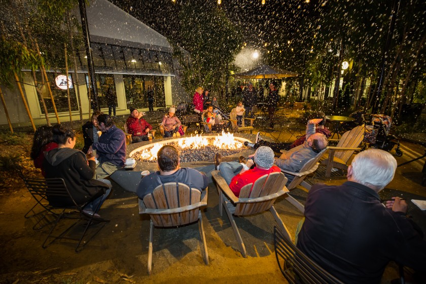 One Paseo is serving up free s'mores and snowfall. (Enjet Media)